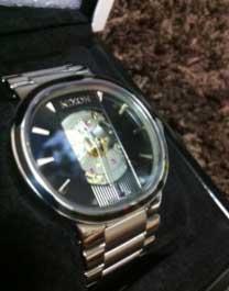 ヒカキンの初めて買った腕時計ニクソン
